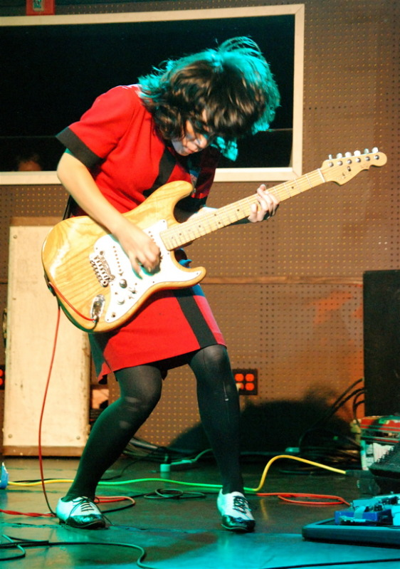 Alice Glass, letrista, vocalista y ahora guitarrista de Crystal Castles