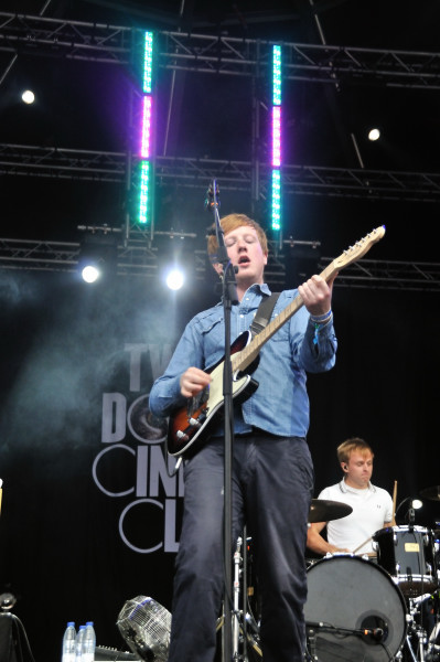 El Arenal Sound empieza bien, Two Door Cinema Club