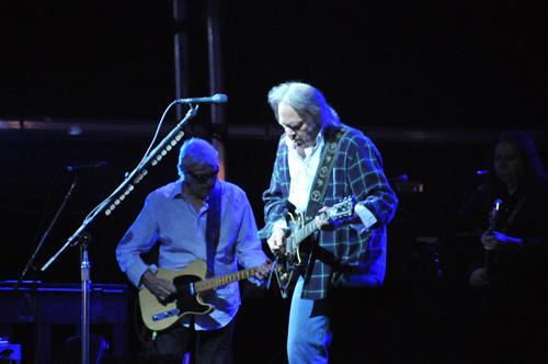 Neil Young y Pearl Jam juntos en el Bridge School Benefit