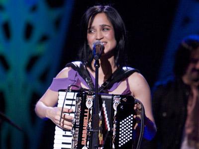 Cuenta atrás para el FIB: entrevista a Julieta Venegas @julietav para @Muzikalia