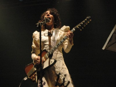 PJ Harvey y su autoarpa presentan &#8220;Let England Shake&#8221;, adelanto de su prximo disco